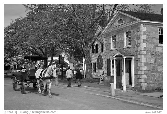 Horse carriage and bank building. Mystic, Connecticut, USA (black and white)