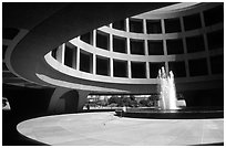 Hirshhorn Museum. Washington DC, USA (black and white)