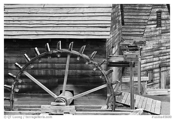 Undershot wheel on side of forge, Saugus Iron Works National Historic Site. Massachussets, USA (black and white)