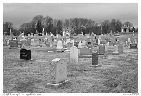 Black and White Picture/Photo: Cemetery in winter. Salem ...