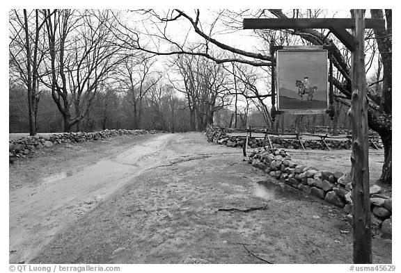 Battle Road Trail and tavern sign, Minute Man National Historical Park. Massachussets, USA (black and white)