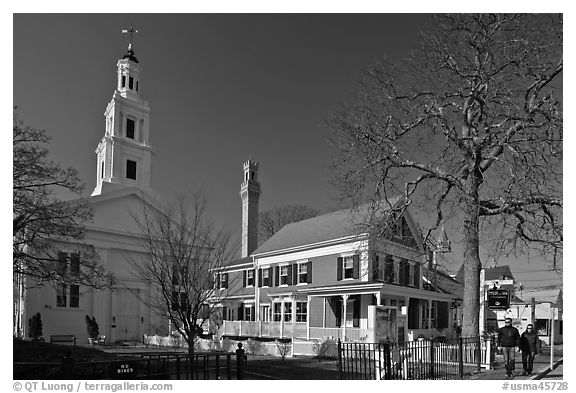 Church, Pilgrim Monument, and houses, Provincetown. Cape Cod, Massachussets, USA (black and white)