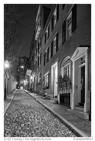 Cobblestone alley by night, Beacon Hill. Boston, Massachussets, USA (black and white)