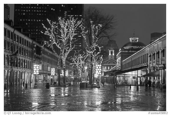 Faneuil Hall festival marketplace at night. Boston, Massachussets, USA (black and white)