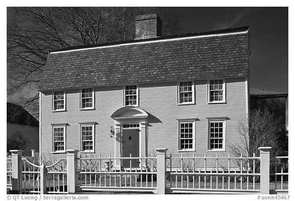 Oracle House, 1702, one of the oldest in New England. Portsmouth, New Hampshire, USA (black and white)