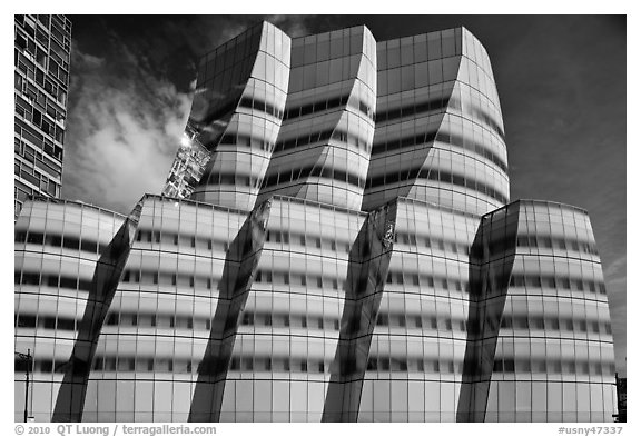 IAC building, designed by Frank Gehry. NYC, New York, USA (black and white)