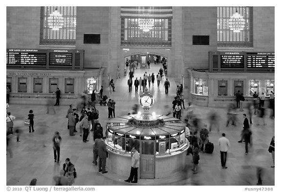 Information booth, Grand Central Station. NYC, New York, USA (black and white)