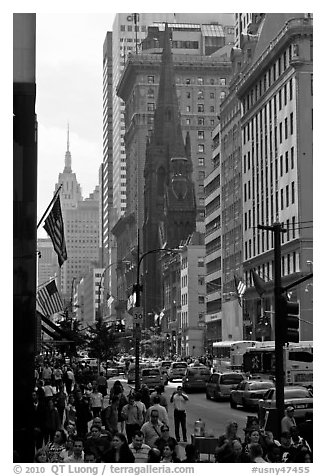 Fifth Avenue. NYC, New York, USA (black and white)