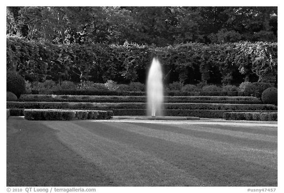 Fountain, Conservatory Garden. NYC, New York, USA (black and white)