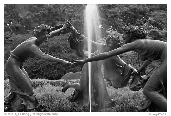 Three Dancing Maidens sculpture and fountain, Central Park. NYC, New York, USA (black and white)