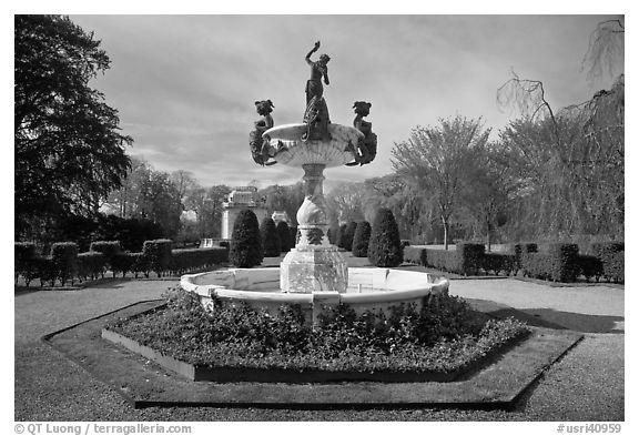 Fountain, The Elms. Newport, Rhode Island, USA (black and white)