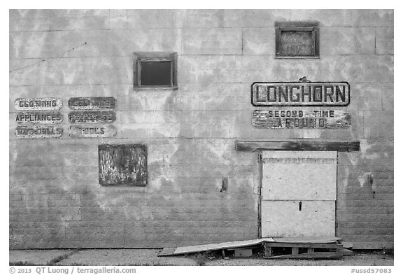 Longhorn store, Scenic. South Dakota, USA (black and white)