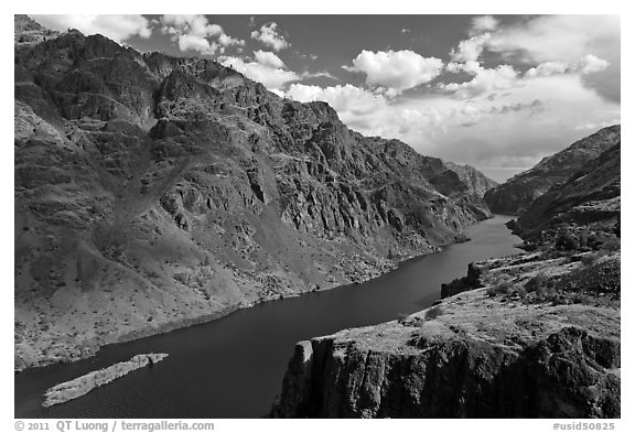 Snake River winding through deep canyon. Hells Canyon National Recreation Area, Idaho and Oregon, USA (black and white)