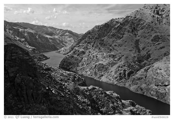 Snake River winding through Hells Canyon. Hells Canyon National Recreation Area, Idaho and Oregon, USA (black and white)