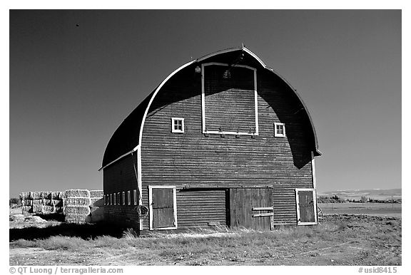 black and white picture  photo  red barn  idaho  usa