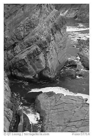 Slabs and cliffs, Shore Acres. Oregon, USA (black and white)