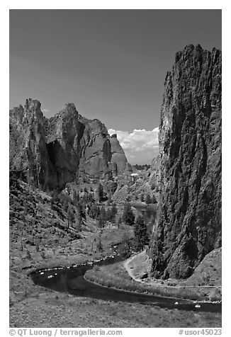 Bend of the Crooked River and Morning Glory Wall. Smith Rock State Park, Oregon, USA (black and white)