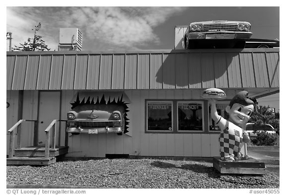 Dinner and built-in hot rod vintage cars, Florence. Oregon, USA (black and white)