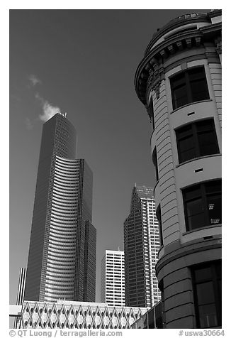 Skyscrapper and vintage buiding. Seattle, Washington (black and white)