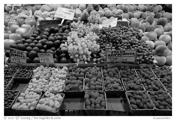Black and White Picture/Photo: Display of fresh fruit ...