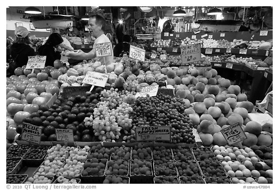 Black and White Picture/Photo: Fruit vending, Pike Place ...