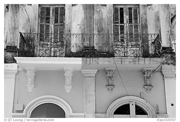 Detail of facade, Ponce. Puerto Rico (black and white)