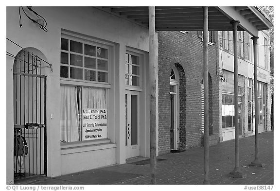 Doorway and historic buildings. Selma, Alabama, USA (black and white)