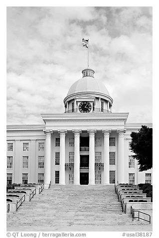 State Capitol and stairs. Montgomery, Alabama, USA (black and white)
