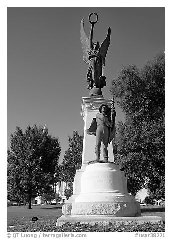 Monument to soldiers of the Confederacy. Little Rock, Arkansas, USA (black and white)