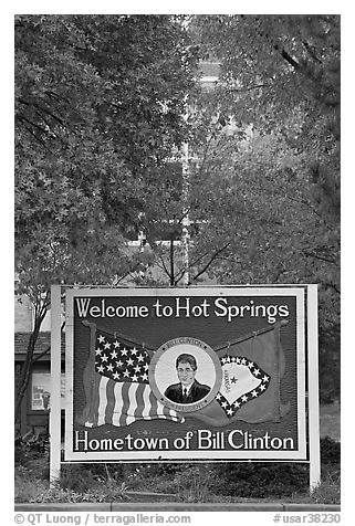 Welcome to Hot Springs, hometown of Bill Clinton. Hot Springs, Arkansas, USA (black and white)