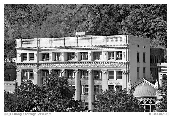 Historic buildings at the base of hills. Hot Springs, Arkansas, USA (black and white)