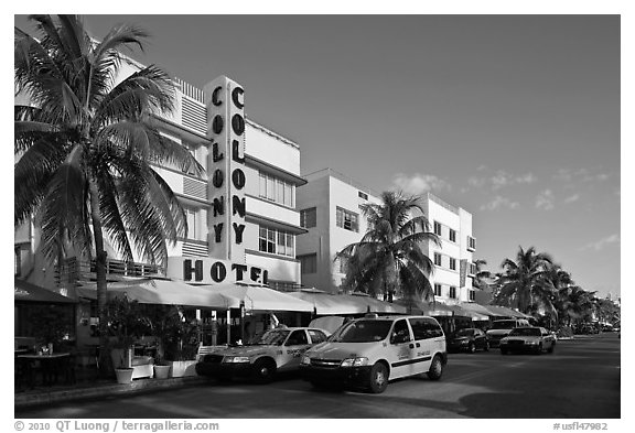 Taxi cabs and row of hotels in art deco architecture, Miami Beach. Florida, USA (black and white)