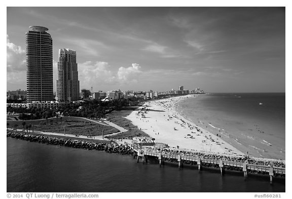 Maimi Beach pier and beach. Florida, USA (black and white)
