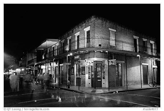 Black and white picture photo maison bourbon on street