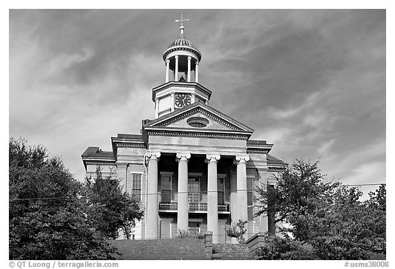 Historic courthouse museum. Vicksburg, Mississippi, USA (black and white)