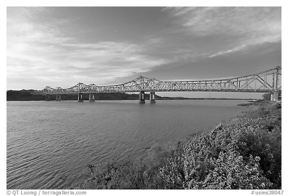 Brige of the Mississippi River, early morning. Natchez, Mississippi, USA (black and white)