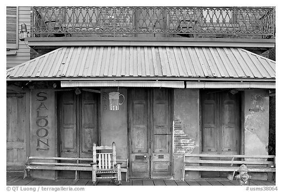 Facade of saloon, Natchez under-the-hill. Natchez, Mississippi, USA (black and white)