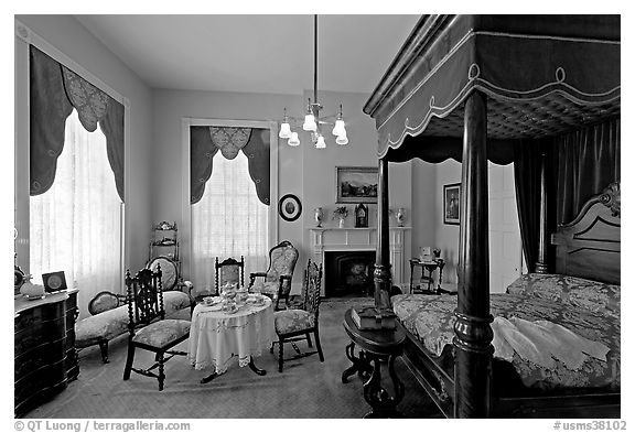 Bedroom inside Rosalie. Natchez, Mississippi, USA