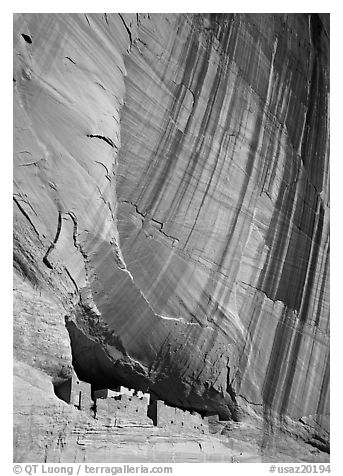 White House Ancestral Pueblan ruins and wall with desert varnish. Canyon de Chelly  National Monument, Arizona, USA (black and white)