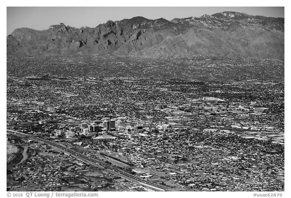 Aerial view of downtown Tucson and mountains. Tucson, Arizona, USA (black and white)