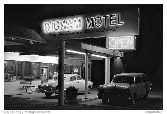 Motel with classic American cars, Holbrook. Arizona, USA (black and white)