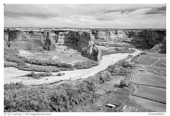 Canyon de Chelly from Tsegi Overlook, mid-morning. Canyon de Chelly  National Monument, Arizona, USA