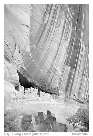 White House Anasazi ruins and wall with desert varnish. Canyon de Chelly  National Monument, Arizona, USA (black and white)