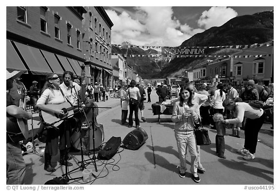 Live musicians on main street. Telluride, Colorado, USA (black and white)