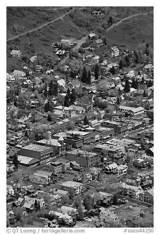 Aerial view of streets and buildings. Telluride, Colorado, USA (black and white)