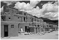 Hlauuma. Taos, New Mexico, USA ( black and white)