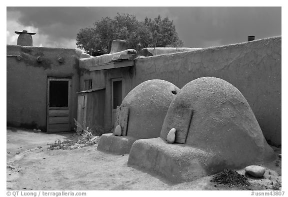 Traditional pueblo ovens. Taos, New Mexico, USA (black and white)