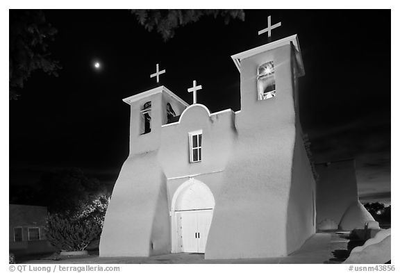 Church San Francisco de Asisis at night, Rancho de Taos. Taos, New Mexico, USA (black and white)