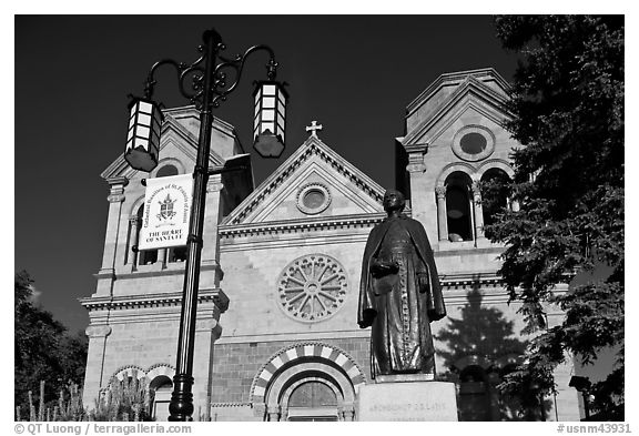 Front of St Francis Cathedral and Archibishop Lamy statue. Santa Fe, New Mexico, USA (black and white)