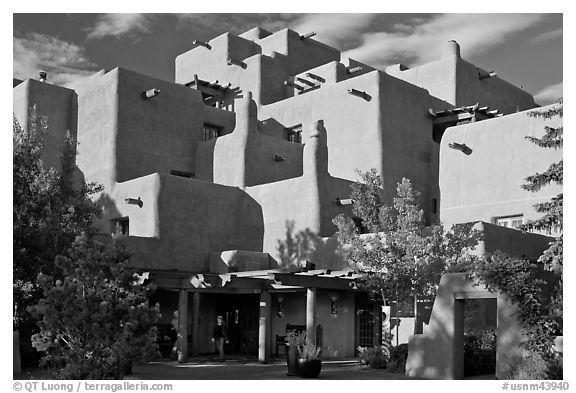Loreto Inn hotel. Santa Fe, New Mexico, USA (black and white)